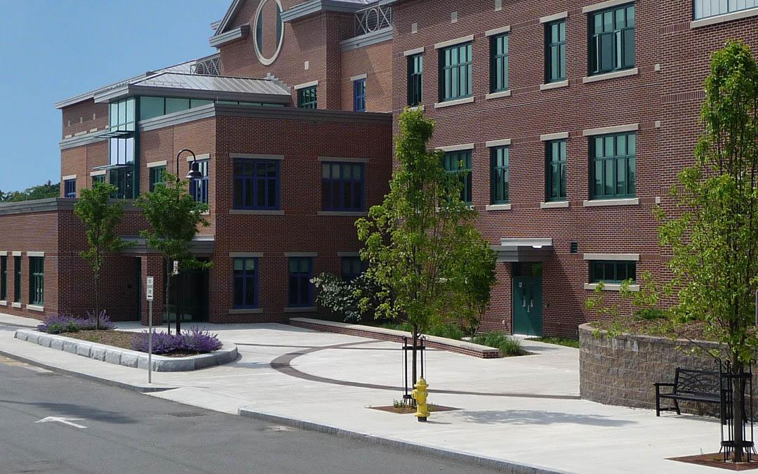 1bAvery-Elementary-School-Dropoff-Plaza-Door entrance zone
