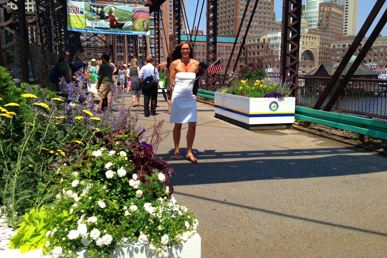1-harbor-link-gardens-northern-avenue-bridge-planter-boston-summer_A
